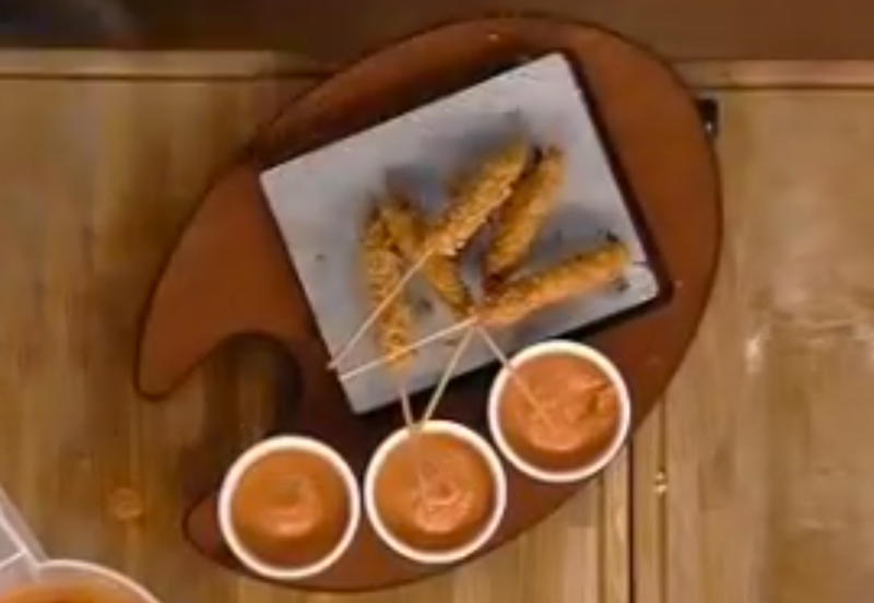 Carpaccio croccante con gazpacho ai lamponi