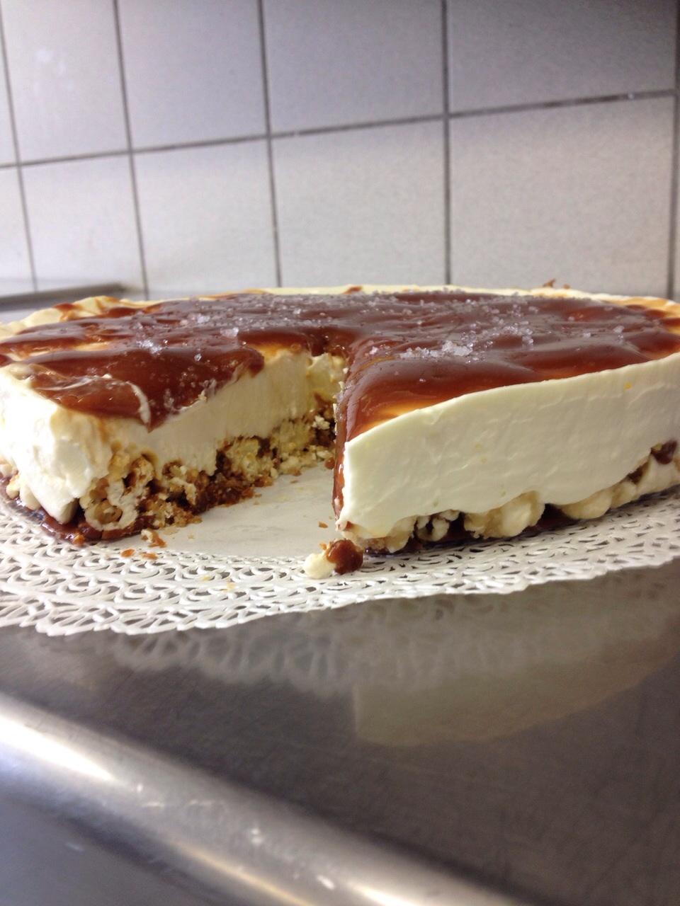 Cheesecake a freddo con base di mais scoppiato caramellato e copertura al caramello salato6
